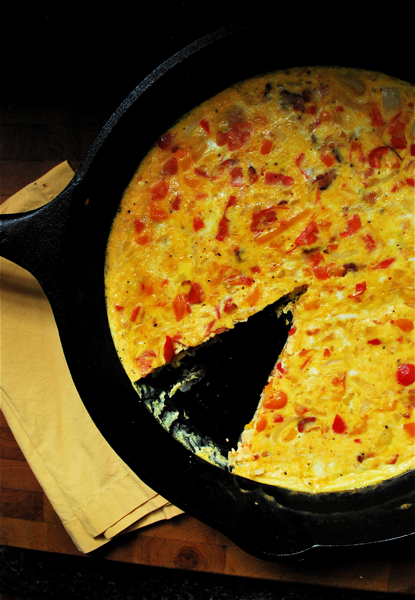 frittata with bell peppers, bacon, and tomatoes | heedthefeed
